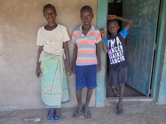 Fatumata and her children in front of their house